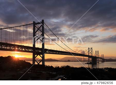 瀬戸大橋の初日の出(与島から四国側を見る) 47982656