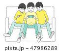 楽しくゲームをする仲良し3人組 47986289