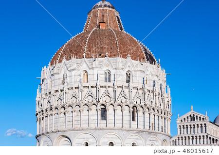 イタリア トスカーナ州 ピサ ドゥオーモ広場 洗礼堂 バッティステロ 48015617