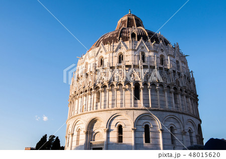 イタリア トスカーナ州 ピサ ドゥオーモ広場 洗礼堂 バッティステロ 48015620