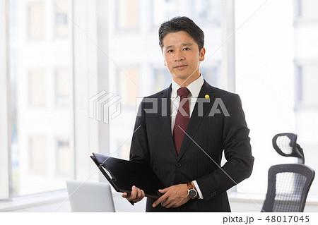 弁護士 ミドル男性 48017045