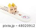 家と温湿度計 48020912