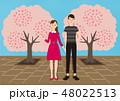 お花見で桜を楽しむカップル 48022513