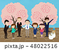 お花見で桜を楽しむ会社の仲間たち 48022516