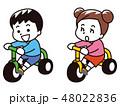 三輪車に乗った子供 48022836