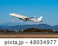 冬の富士山とエアバスA321-200 48034977