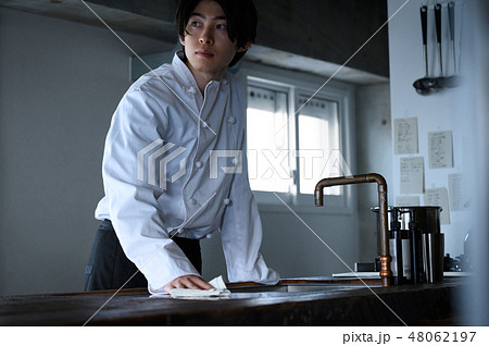 キッチン レストラン 男性 48062197