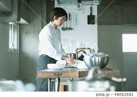 キッチン レストラン 男性 48062682