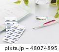 薬イメージ(処方薬 コップ 体温計) 48074895