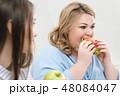 女性 食事をする 食事の写真 48084047