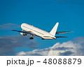 ジェット旅客機離陸シーン 48088879