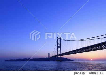 兵庫県・明石海峡大橋の夕景 48089317