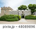 イギリス郊外の歴史的要塞の入り口 48089896