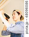 DIYを楽しむ男性 48096086