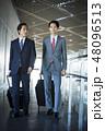 空港にいる海外出張のビジネスマン 48096513