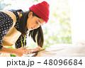 裁縫をする女性 48096684