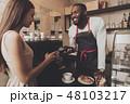 バリスタ コーヒー 従業員の写真 48103217