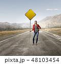 女子 道路標識 標識の写真 48103454