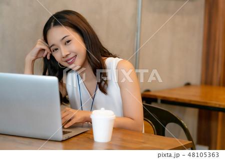 女性 ビジネスウーマン 48105363