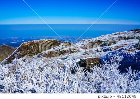 普賢岳からの冬景色(雲仙岳の冬景色と霧氷) 【長崎県雲仙市】 48112049