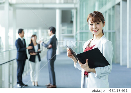 ビジネス オフィス チーム ビジネスウーマン 48113461