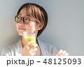 スムージーを飲む女性 48125093