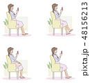 女性 スマートフォン ソファのイラスト 48156213