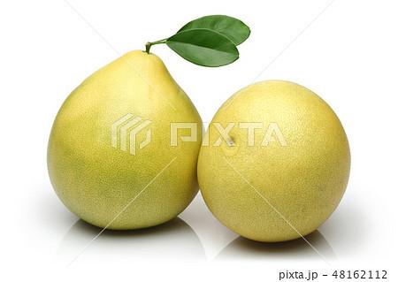 Fresh pomelo fruits isolated on white 48162112