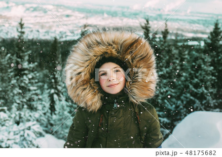Girl with fur hood during winter 48175682