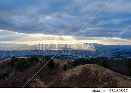若草山から見た奈良の町 光芒 天使のはしご 48180347