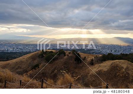 若草山から見た奈良の町 光芒 天使のはしご 48180348