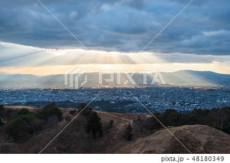 若草山から見た奈良の町 光芒 天使のはしご 48180349