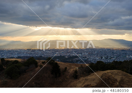 若草山から見た奈良の町 光芒 天使のはしご 48180350