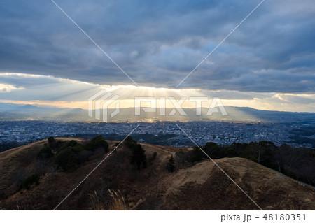 若草山から見た奈良の町 光芒 天使のはしご 48180351