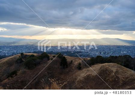 若草山から見た奈良の町 光芒 天使のはしご 48180353