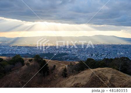 若草山から見た奈良の町 光芒 天使のはしご 48180355