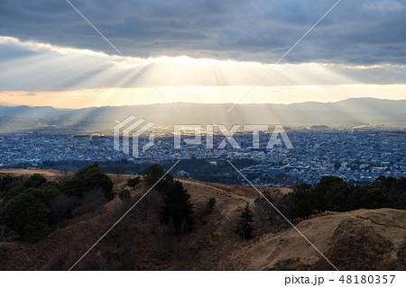 若草山から見た奈良の町 光芒 天使のはしご 48180357