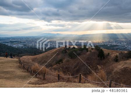 若草山から見た奈良の町 光芒 天使のはしご 48180361