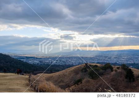 若草山から見た奈良の町 光芒 天使のはしご 48180372