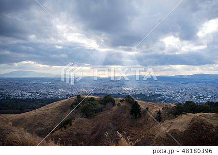 若草山から見た奈良の町 光芒 天使のはしご 48180396