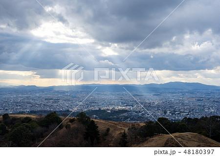 若草山から見た奈良の町 光芒 天使のはしご 48180397