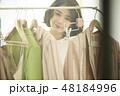 女性 ショッピング 48184996