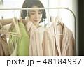 女性 ショッピング 48184997