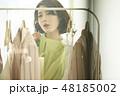 女性 ショッピング 48185002