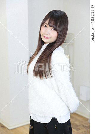 若い女性 ヘアスタイル 48221547