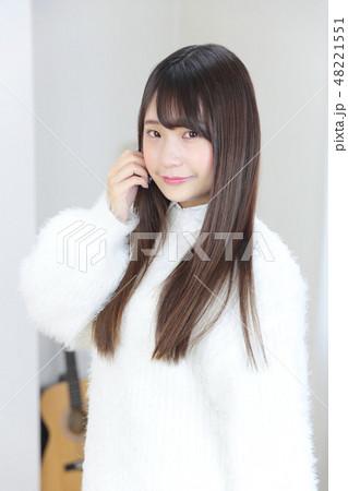 若い女性 ヘアスタイル 48221551