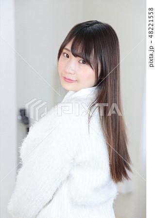 若い女性 ヘアスタイル 48221558
