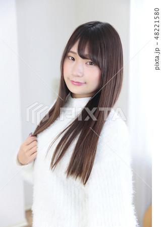 若い女性 ヘアスタイル 48221580