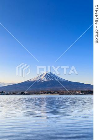 山梨河口湖_朝日輝く富士山 48244421