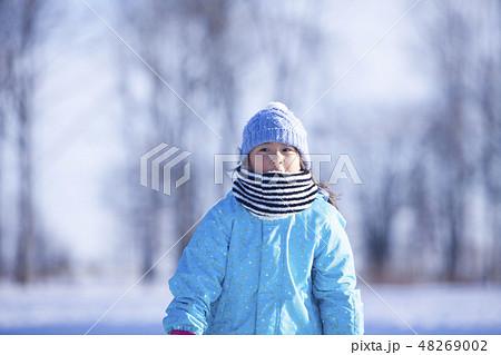 真冬の女の子 48269002